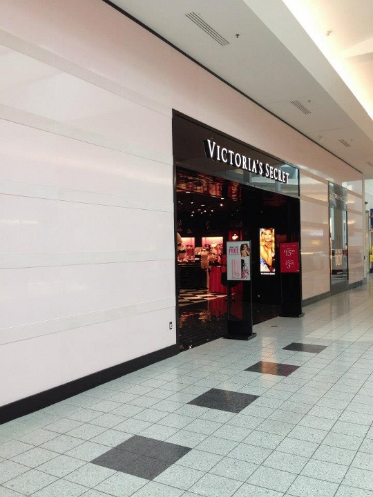This image depicts a commercial tile installation at Victoria's Secret. This project was completed by Youngstown Tile & Terrazzo.
